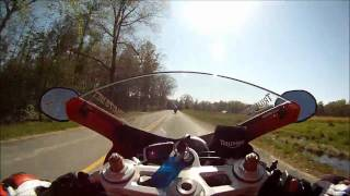 6. 2010 Triumph Daytona 675 vs 07 Yamaha R6 - Street Riding