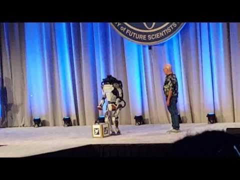 Робот Atlas вызвал восхищение публики, но потом эпично упал