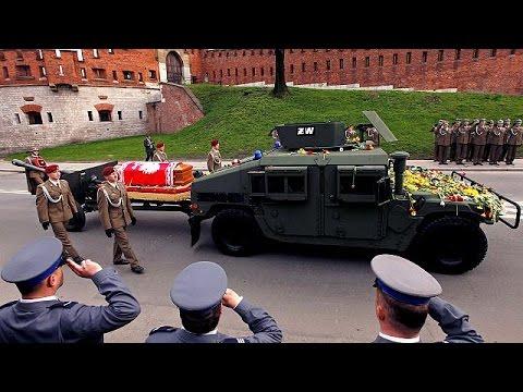 Πολωνία: Επανενταφιασμός της σορού του Λεχ Καζίνσκι