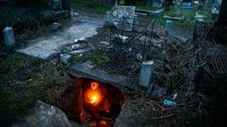 Video TINGGAL DI KUBURAN! Pria Ini Tinggal di Dalam Kuburan Karena Tidak Punya Rumah! MP3, 3GP, MP4, WEBM, AVI, FLV Mei 2018