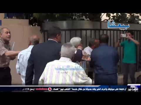 أنصار السيسي يعتدون بالضرب على رجل مُسن هتف ضد العسكر