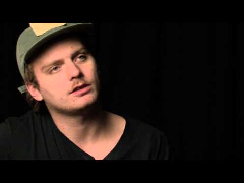 Mac DeMarco Plays 'Cooking Up Something Good' - NME Basement Session