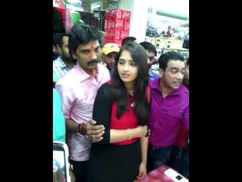 Video malayalam actress sanusha disturbed in crowd download in MP3, 3GP, MP4, WEBM, AVI, FLV January 2017