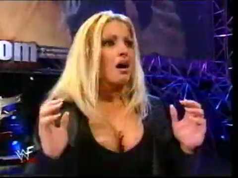 WWF RAW is WAR 28 08 2000 - Trish Stratus and Chyna