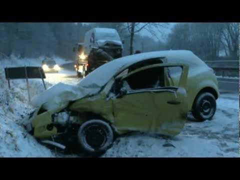 Frau nach Unfall auf B 252 in Lebensgefahr