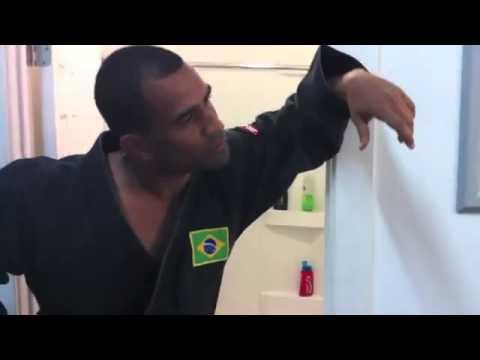 Hilarious video of Joe Rogan debating marijuana with Brazilian Jiu-Jitsiu black belt Renato Laranja
