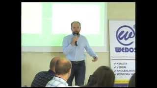 Foto z akcie WordPress konference prednáša Petr Bechyně.
