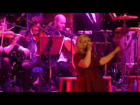 Kelly Clarkson – All I Want for Christmas is You   Nashville Dec 20 2014