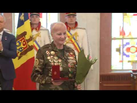 Igor Dodon a conferit distincții de stat unor doamne remarcabile din Republica Moldova