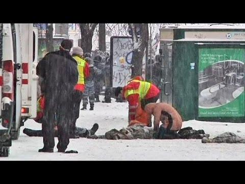 Premiers morts en Ukraine, les manifestants ne cèdent pas