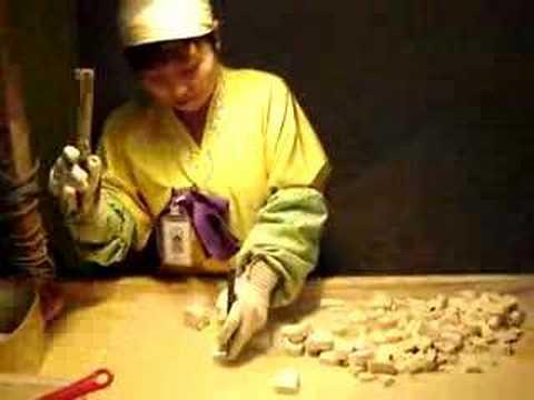 Kẹo truyền thống của Hàn Quốc được cắt như thế này :p