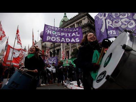 Κλίμα πόλωσης στην Αργεντινή ενώ προχωρά η νομιμοποίηση των αμβλώσεων…