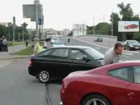 حادث سيارة فيراري تنقصم لجزئين