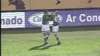 Compacto mais completo do jogo conhecido como o jogo mais emocionante da história de Palmeiras e Flamengo. Os dois times disputavam uma vaga nas ...