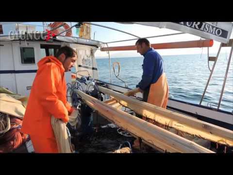 Sul peschereccio per la pesca al Rossetto: le immagini in esclusiva