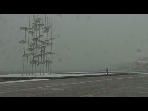 Χιονίζει στο νομό Θεσσαλονίκης