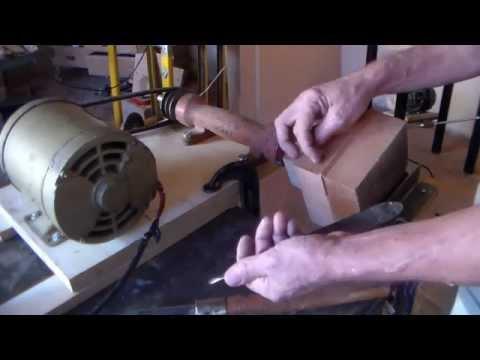Trabalho de torno p\ madeiras feito de forma artesanal ( 1° parte de 2 )