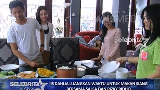 Video SELEBRITA SIANG ON THE WEEKEND - Iis Dahlia Luangkan Waktu Untuk Anaknya MP3, 3GP, MP4, WEBM, AVI, FLV Agustus 2018