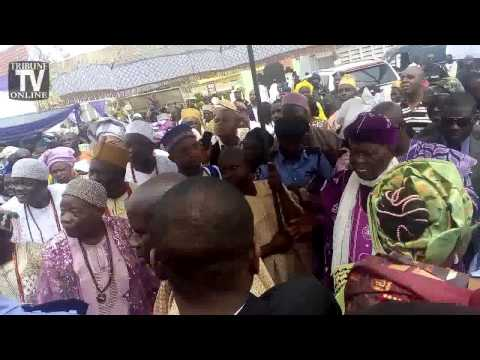 H.I.D Awolowo @99: Ebenezer Obey on the band stand with Ooni of Ife