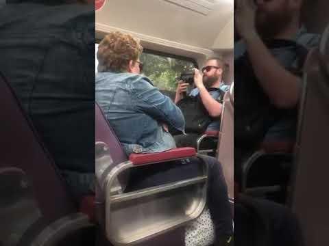 شاهد.. #كورونا يتسبب بشجار داخل قطار في استراليا