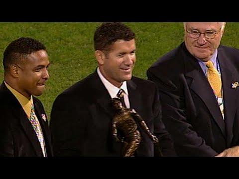 Video: Edgar receives Clemente Award before '04 WS Game 3