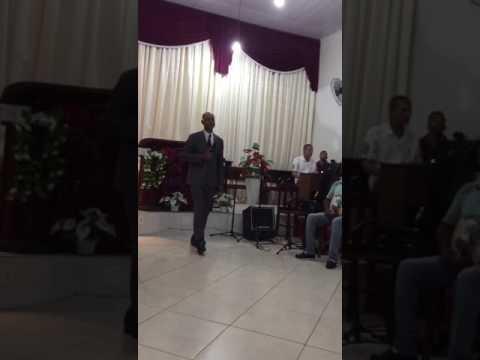 Cantor Ademir Garcia louvado na igreja assembléia PR Nelson Fontela em Mangaratiba RJ a música não