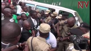 Bannakibiina ki DP 14, okuli ne Pulezidenti wakyo Nobert Mao okwo ssaako ssaabawandiisi w'ekibiina ekyo Gerald Siranda,...