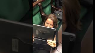 Posłanka Lichocka z PiS zamiast zająć się pracą w sejmie nagrywa cały czas posłów opozycji.