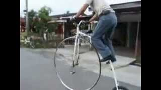 Jitra Malaysia  City new picture : Tim's Penny Farthing -Mounting and dismounting at Jitra,Malaysia