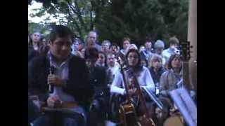 registrazione della pratica tenuta da edson glauber alla cappella delle apparizioni 1944 di ghiaie di bonate. registrazione del giugno 2012. presente una troupe ...