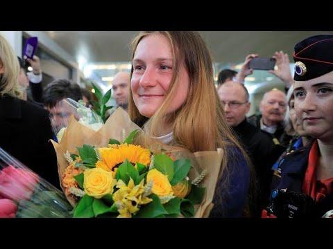 Επέστρεψε στη Ρωσία η καταδικασθείσα για κατασκοπεία Μαρία Μπουτίνα…