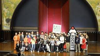 日本財団と東京大学先端科学技術研究センターが共同で実施する「異才発掘プロジェクト ROCKET」の3期生が決定し、2016年12月19日に東京大学本郷キャンパス安田講堂でオープニングセレモニーを開催しました。オープニングセレモニーは公開イベントとして開催し、約500人が3期生の仲間入りを祝福しました。セレモニーの模様をお伝えします。セレモニーの詳細は日本財団ブログでも紹介しています。http://blog.canpan.info/nfkouhou/archive/8582014年にスタートした本プロジェクトでは、突出した能力はあるものの、現状の教育環境になじめず不登校傾向にある子どもたちを選抜し、継続的な学習保障や生活のサポートの提供を行っています。1期生15人、2期生13人の計28人が学んでおり、新たに3期生31人が決定しました。◆異才発掘プロジェクト ROCKEThttp://www.nippon-foundation.or.jp/what/projects/rocket/
