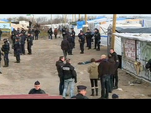 Γαλλία: Ξεκίνησε η μετεγκατάσταση μεταναστών από το Καλαί