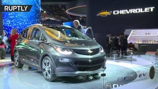 Автомобиль года Chevrolet Bolt на автосалоне в Детройте