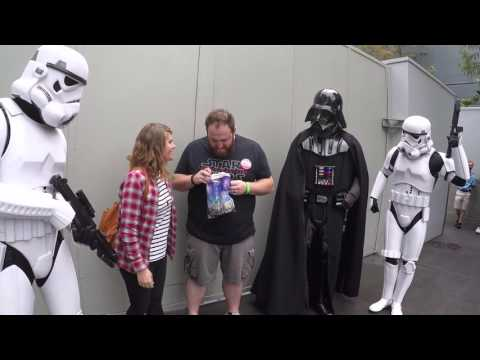 Video Darth Vader Helps Wife Tell Husband She's Pregnant At Disney World download in MP3, 3GP, MP4, WEBM, AVI, FLV January 2017