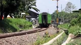 Video KA Mutiara Timur Siang & KA Lokalan Pandanwangi [ Daop IX ] MP3, 3GP, MP4, WEBM, AVI, FLV Juli 2018