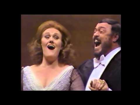 Luciano Pavarotti & Joan Sutherland Rigoletto Act I Duet 2