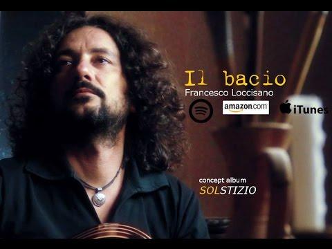 """""""Il bacio"""" di Loccisano, romanticismo tra le corde della chitarra battente"""