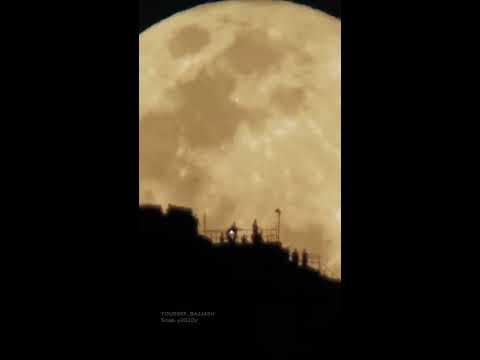 بالفيديو.. مشهد مهيب لبزوغ البدر في مكة المكرمة