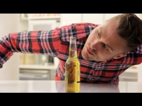 come aprire una bottiglia senza toccarla!