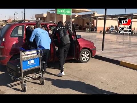 الجماهير تطارد «النني» لالتقاط صورة.. والمحمدي يهرب بسيارته