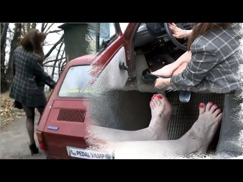 Vicky, an old Fiat 126 ... high heels ... small pedals!! - Trailer Pedal Pumping