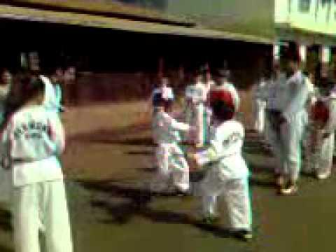 Desfile de taekwondo em itatiaiucu