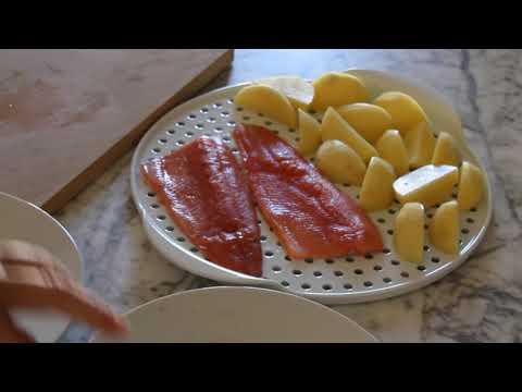 Trota salmonata e patate cotte in forno a vapore con piastra areata in porcellana