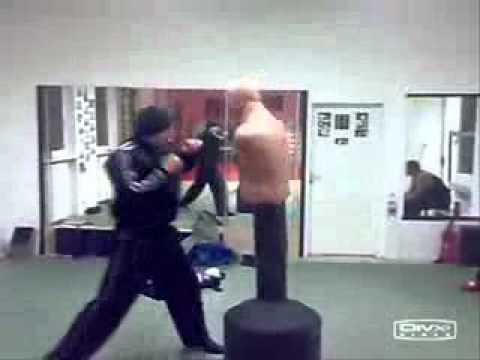 Это Кикбоксинг чувак! это не бокс друг)) (видео)