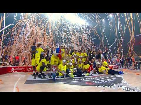 Fenerbahce Istanbul lift the trophy!