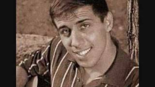 Adriano Celentano - 24000 Baci lyrics (German translation). | Con 24 (venti quatro) mila baci, oggi saprei perche' l'amore, vuole ogni tanto mille baci, mille...