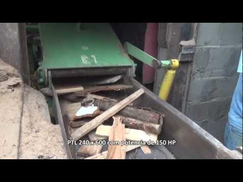 Reciclagem de madeira com o picador PTL 240 x 600 para madeira com pregos e grampos