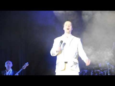 Vitas proves he's not lip-syncing while performing live