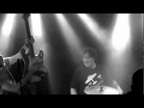 Check out this video of @trmhlkptr (traumahelikopter) live @013 Tilburg - Nobody got hurt.